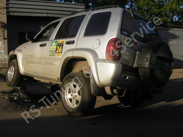 Jeep CherokeeLiberty KJ 3.7 V6. Лифт подвески Dobinsons. RST9